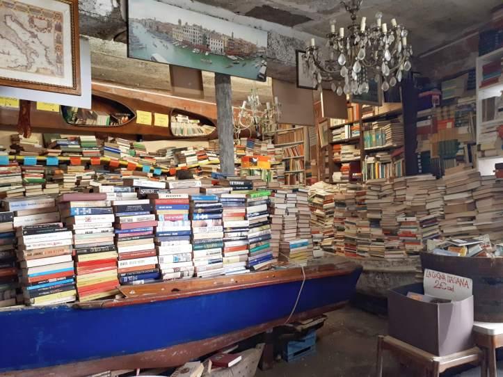 Libreria Acqua Alta - Venezia - 2.jpeg