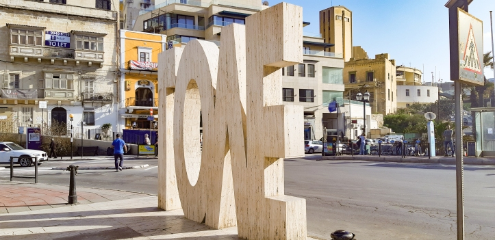 Monumento love malta.jpg