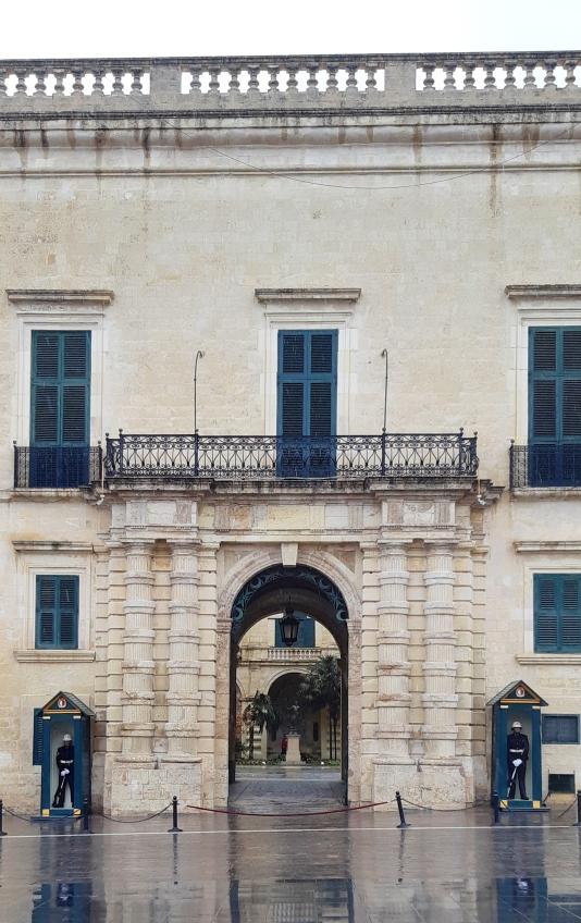 palazzo-del-gran-maestro-malta.jpeg