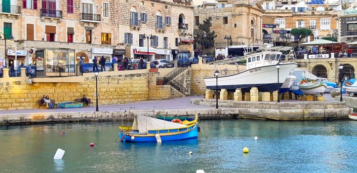 Spinola bay Malta.jpg