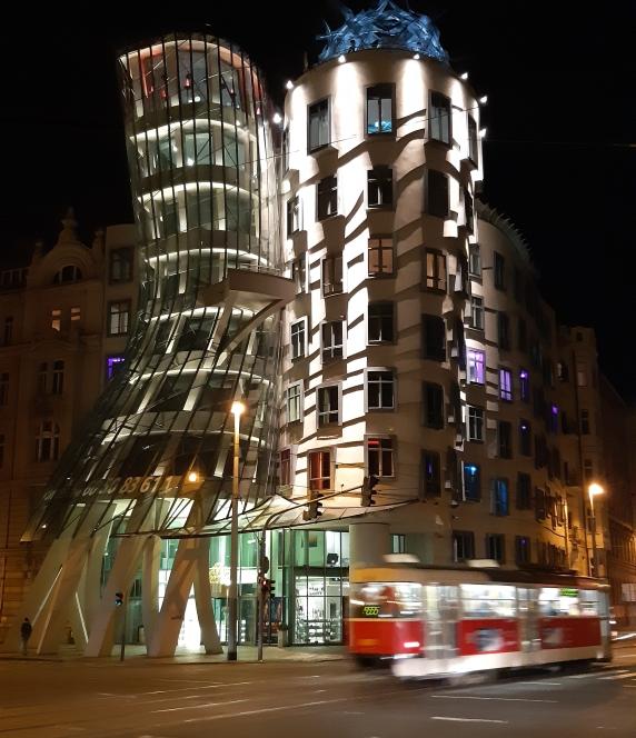 Casa Danzante by night - Praga.jpeg