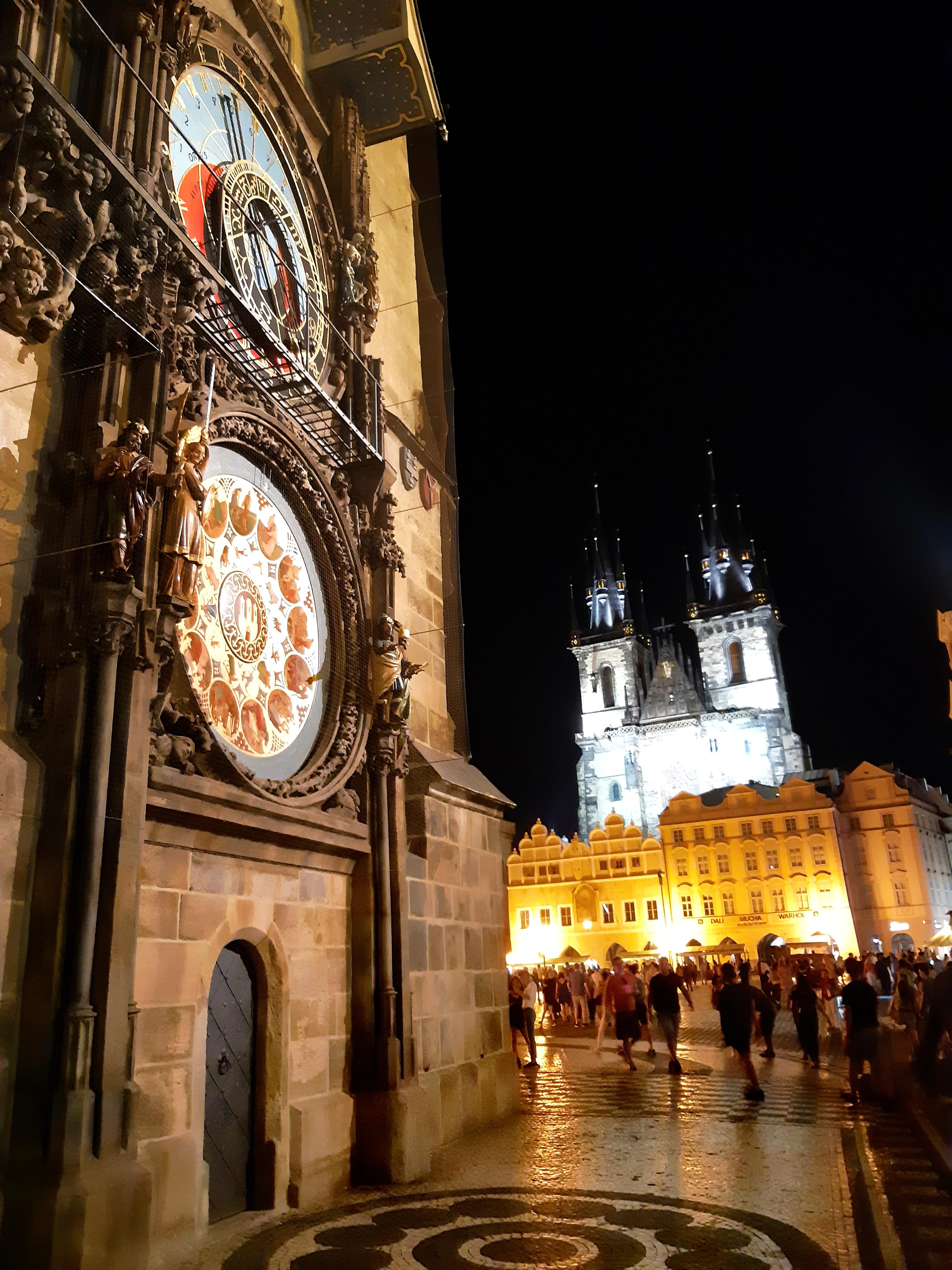 Orologio Astronomico Praga.jpeg