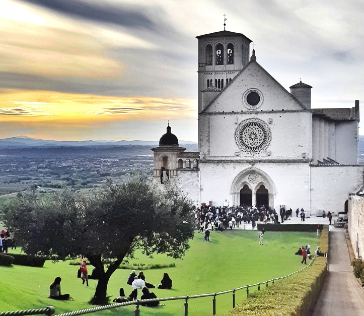 assisi-citta-san-francesco-umbria-5.jpeg