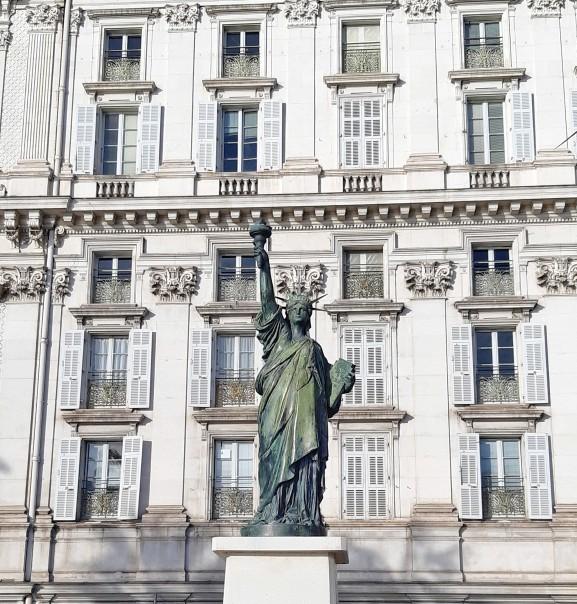 Stataua della Libertà Nizza