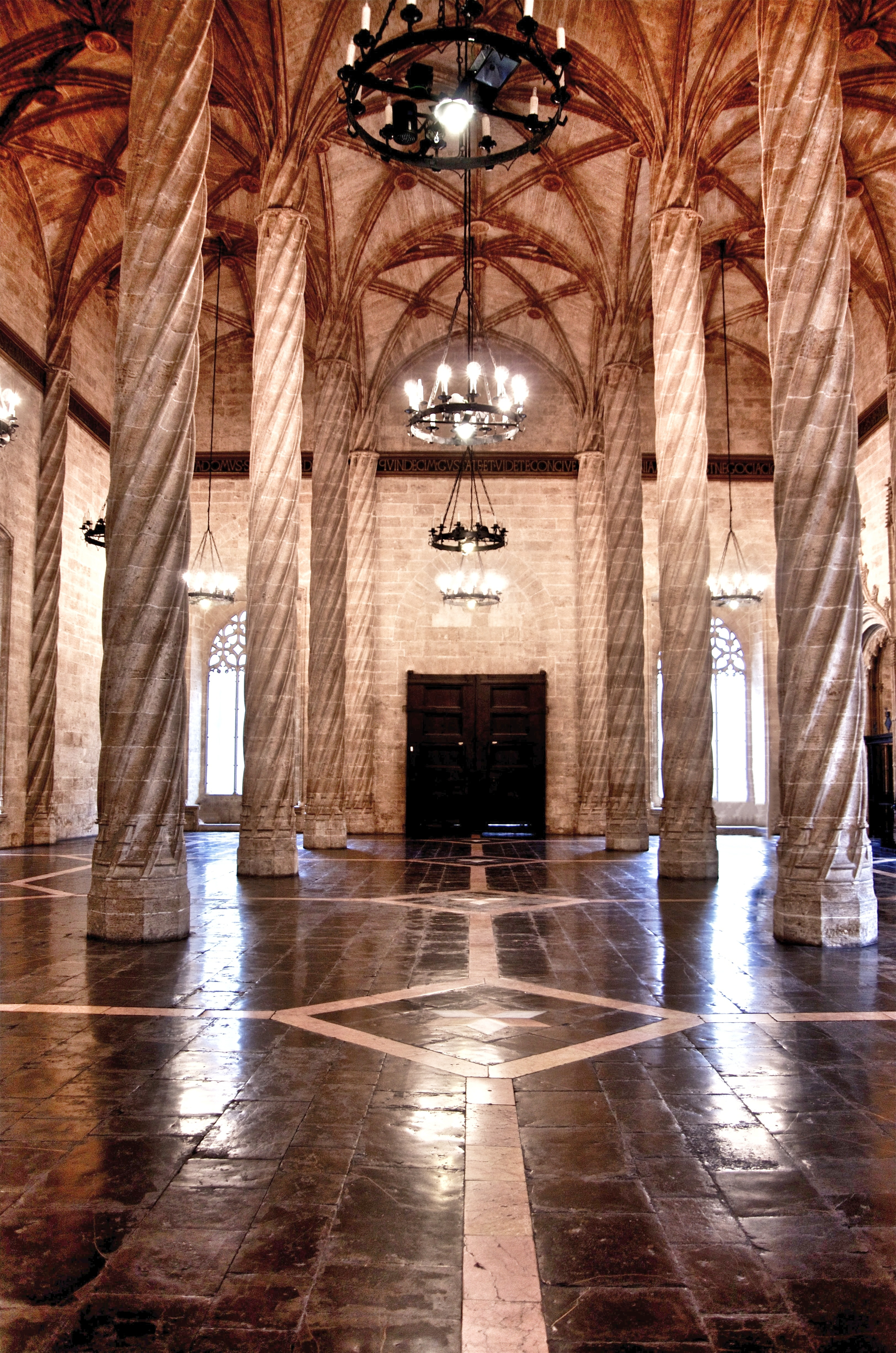 Valencia - centro storico - La Lonja - 5